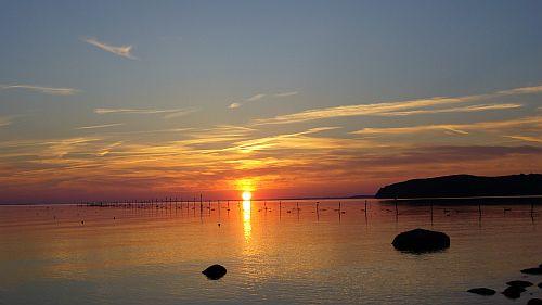 Ein malerischer Sonnenuntergang über dem Greifswalder Bodden